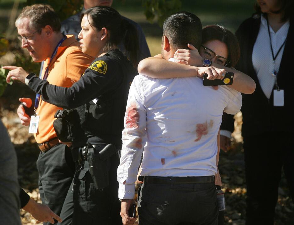 Hispanos consternados por tiroteo en California  sanbernardino4.jpg