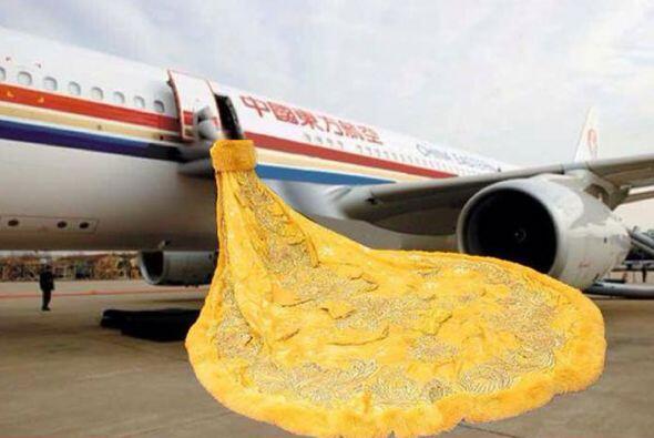 Mmm, ¿cómo le hará para subir al avión?