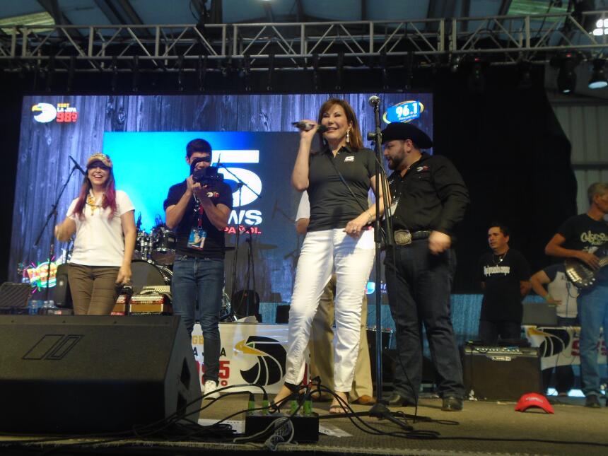 La familia de Univision McAllen en Fiestas Patrias 2016 DSC02909.JPG