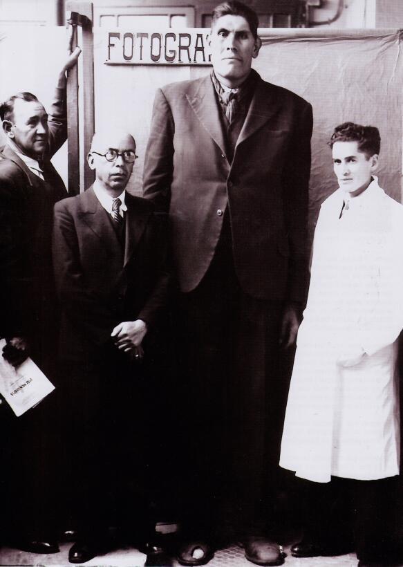 Durante años, el abuelo y el padre de Julio Cordero retrataron a enanos...