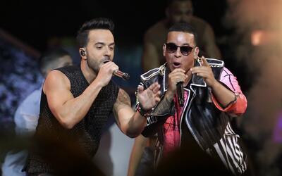 Luis Fonsi y Daddy Yankee en la ceremonia de los Premios Billboard de la...