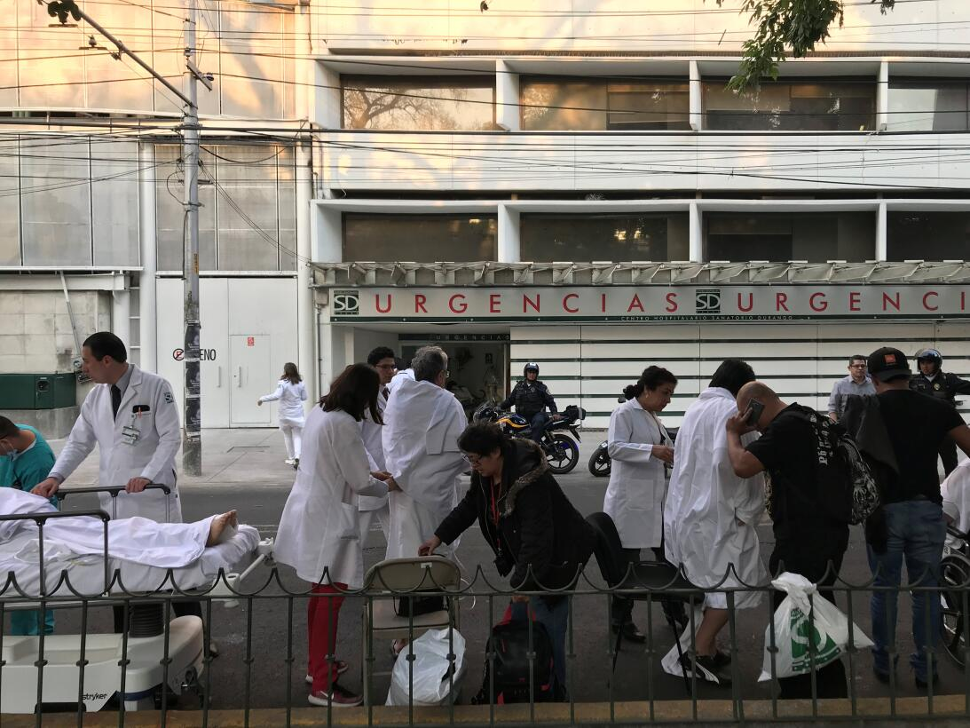Los residentes de la Ciudad de México en las calles luego del temblor.