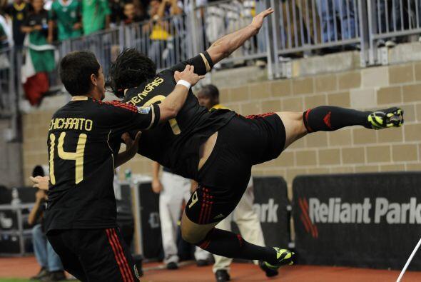 Con su golazo, Aldo De Nigris logó abrir a una defensa muy fuerte...
