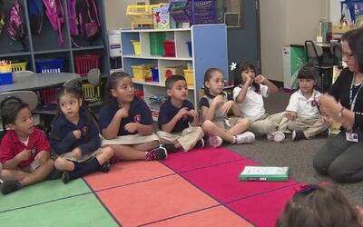 La mayoría de los menores en el área de Houston son hispanos, de acuerdo...