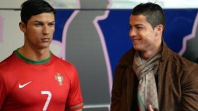 Cristiano Ronaldo ante su figura de cera.