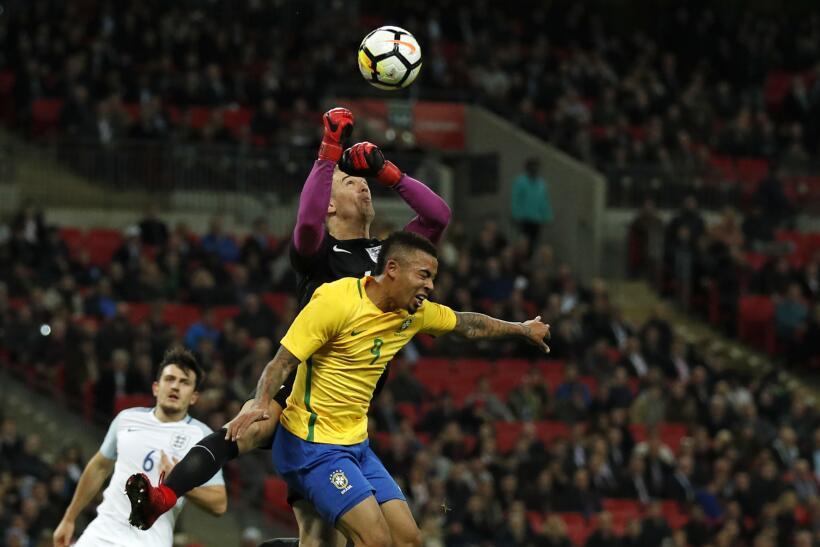 Inglaterra y Brasil empatan sin goles en Wembley gettyimages-874216628.jpg