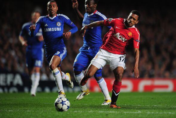 Cometió un penalti sobre Michael Essien, el cual no fue claro para el ár...