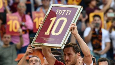 Roma se rinde a los pies de Francesco Totti en su último partido como profesional