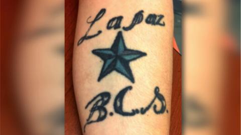 El tatuaje que para ICE es evidencia de que Daniel Ramírez es pandillero.