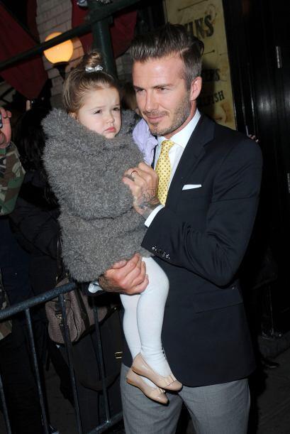 Por su parte, David no dejó de posar al lado de su hermosa hija....