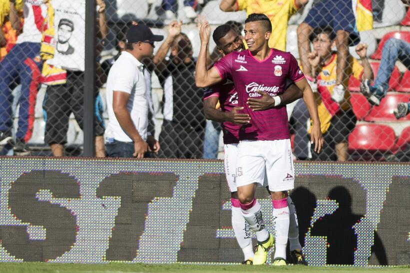 Gallos Blancos volvió a cantar y venció 2-1 a Monarcas Morelia 20170812_...