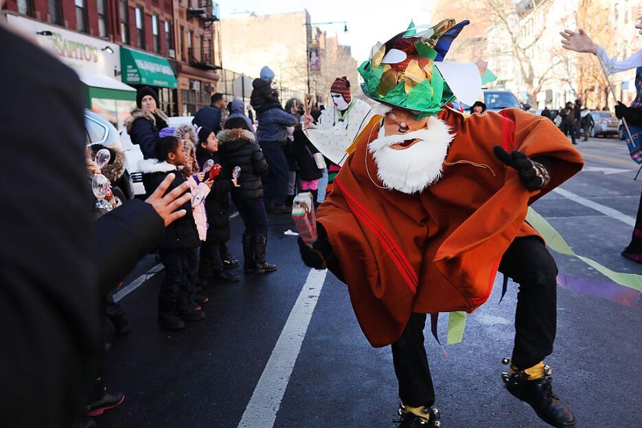 La música es parte esencial de esta celebración que empezó en la calle 1...