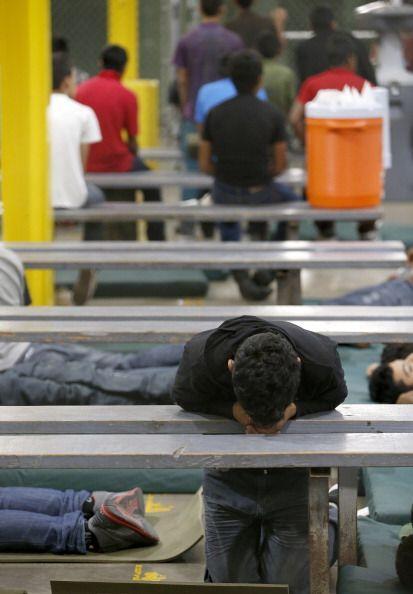 Muchos de esos niños han cruzado la frontera solos.