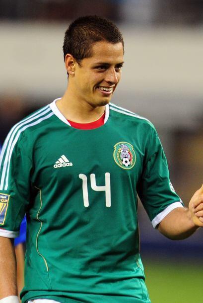 Sin embargo, Javier Hernández el 'Chicharito' recibe un pase de Dos Sant...