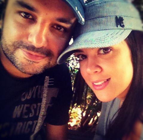 Andrés aconseja a Carolina en todo, hasta para elegir el vestuario.