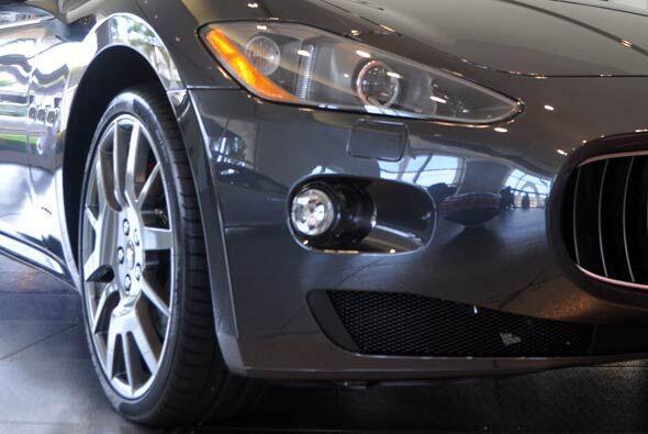 Desde cualquier ángulo, el auto se ve muy elegante y con un aspecto bast...