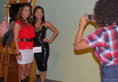 Por supuesto, las chicas de Miami querían tener una foto con la reina.