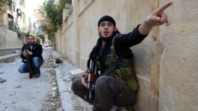 Los rebeldes del Ejército Libre Sirio (ELS) lanzaron el sábado una ofens...
