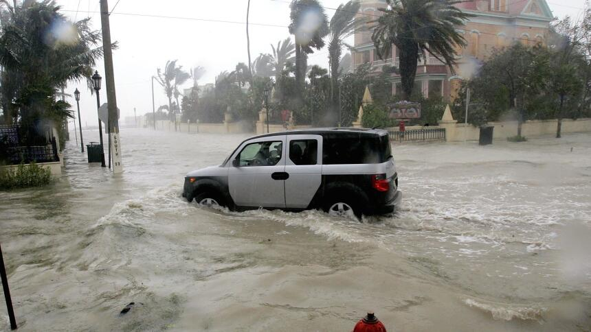 Qué hacer cuando se inunda tu automóvil  GettyImages-53217420.jpg