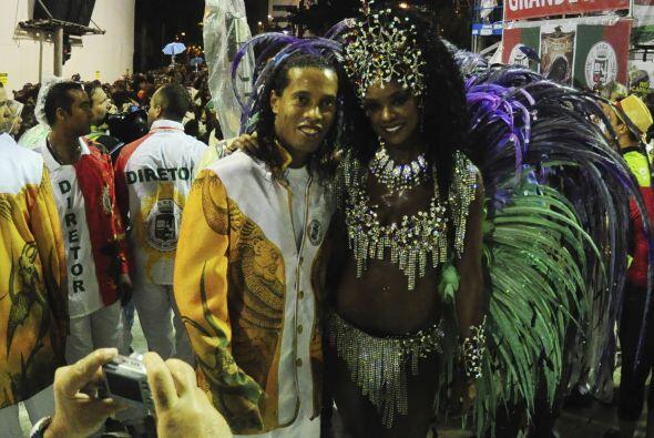 Ronaldinho sigue a todo ritmo su participación en el carnaval de Río de...