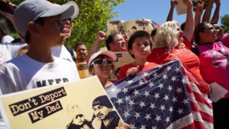 Inmigrantes y sus defensores esperan desde junio las acciones unilateral...