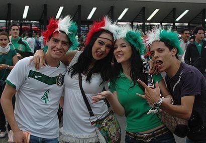 Pero a pesar del mal momento de México en la eliminatoria, los aficionad...