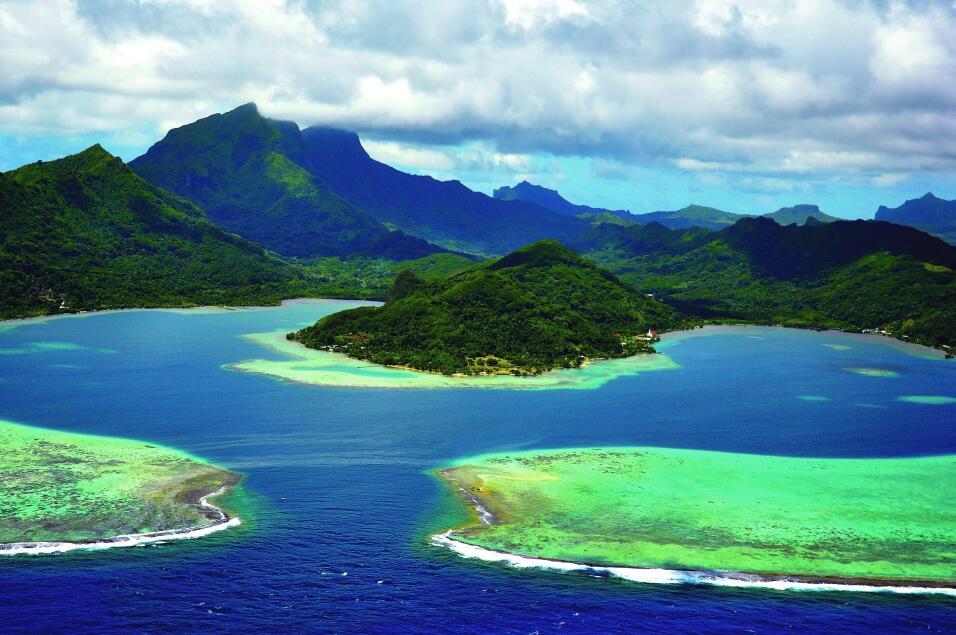 "France: Taputapuātea, center of the ""Polynesian Triangle"""