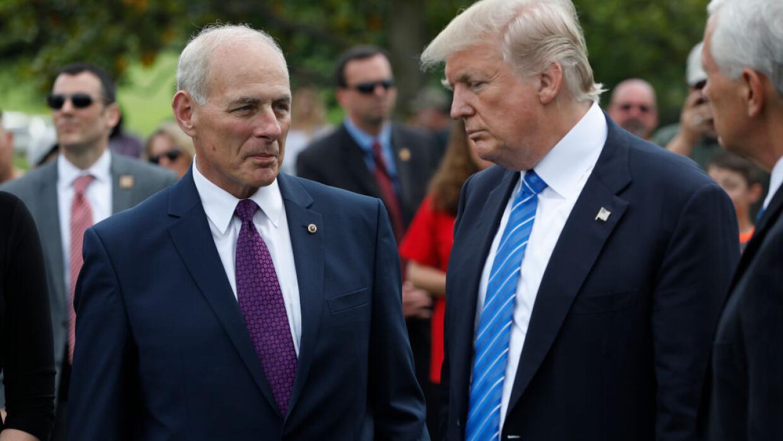El secretrio de Seguridad Interna de Estados Unidos, John Kelly, con el...