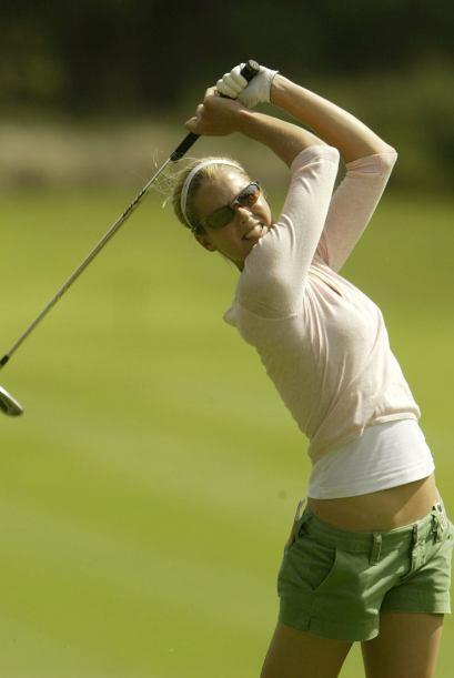 Además de ser una hermosa golfista, la australiana Anna Rawson es una se...