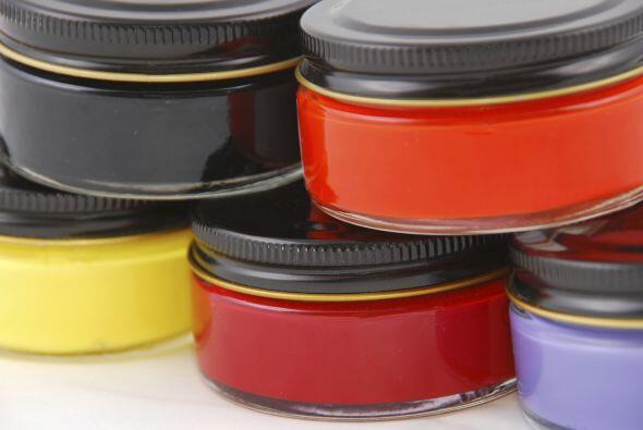 Guárdalos con el nombre del color, el acabado y el tipo de pintura.