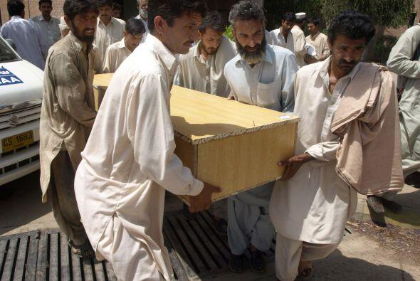 17 de abril - 41 muertos en un doble atentado suicida en Kohat, enclave...