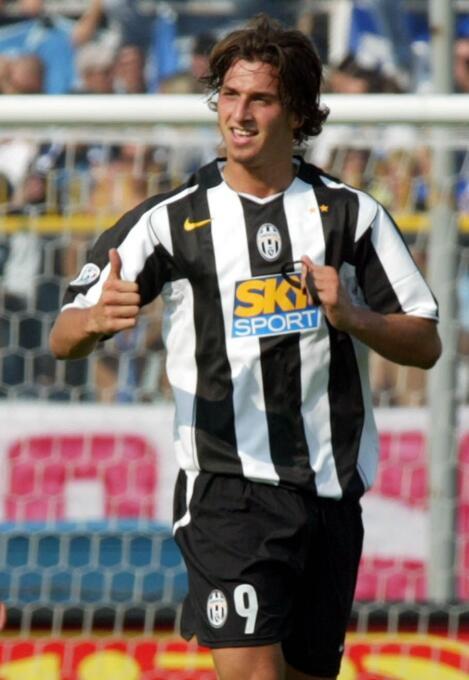 El 31 de agosto de 2004 se confirmó el traspaso de Zlatan Ibrahimovic de...
