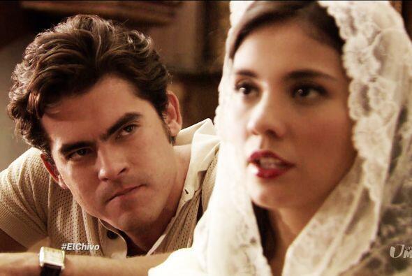 Lázaro se encontró con Mariana en una iglesia. El periodista no podía oc...