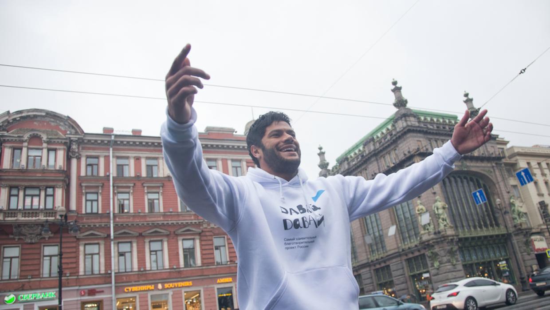 Hulk bailó en las calles de Rusia