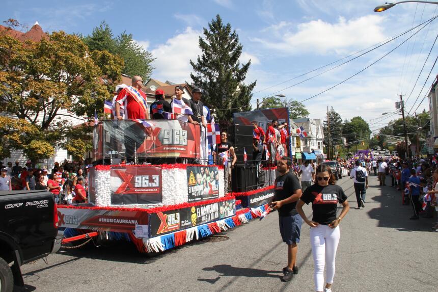 Celebra La X en el Desfile Dominicano en NJ IMG_1838.JPG