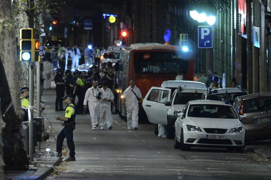 La noche en Barcelona tras un día de terror GettyImages-833992998.jpg