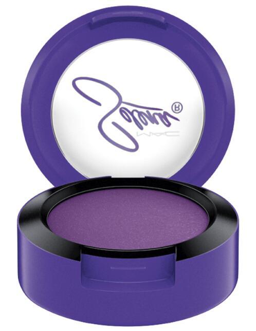 Vas a poder comprar el maquillaje de Selena Quintanilla que se agotó en...