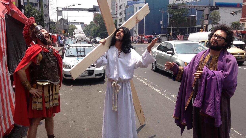 Los Supercívicos en las calles de Ciudad de México, durante uno de sus v...