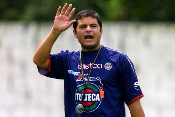 El primer técnico despedido por Jorge Vergara en las Chivas fue,...