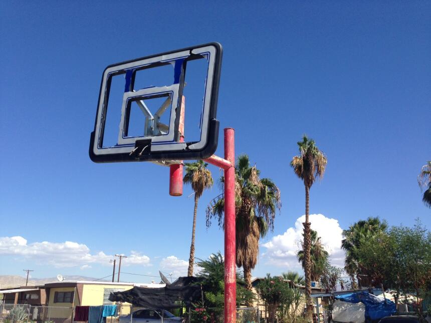 Unas 400 personas, casi todas originarias de Michoacán, habitan el lote...