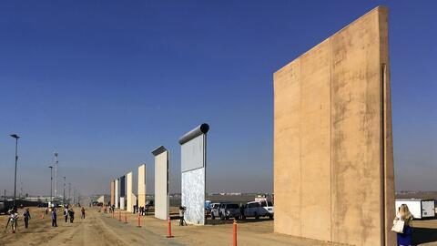 Los prototipos de muro fronterizo fotografiados el 26 de octubre del 201...