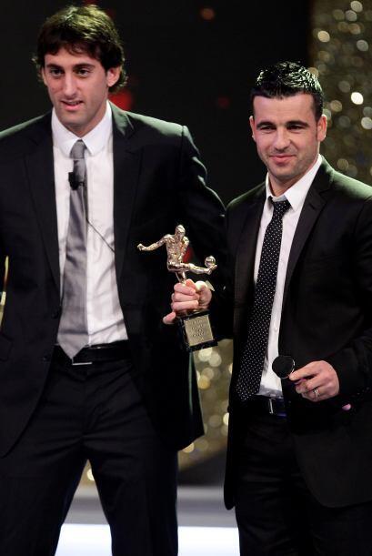 El argentino Milito fue elegido como el Mejor Futbolista y el Mejor Extr...