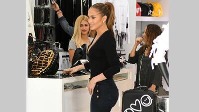 Jennifer López intentó realizar unas compras, como cualqui...