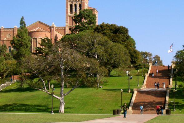 University of California: Los Angeles (UCLA) - Número de Estudiantes: 39...