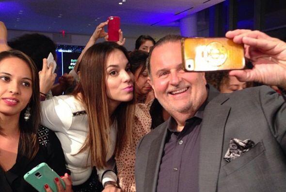 Raúl de Molina también se sacó varias fotos con la gente.