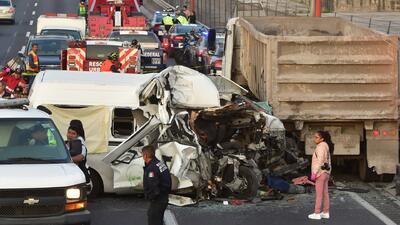 Madrugada trágica en México: Más de una decena de muertos tras el choque de un tráiler con una furgoneta