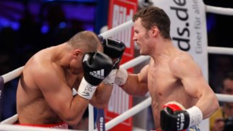 Robert Stieglitz golpea a Arthur Abraham sin descanso en su victoria por...