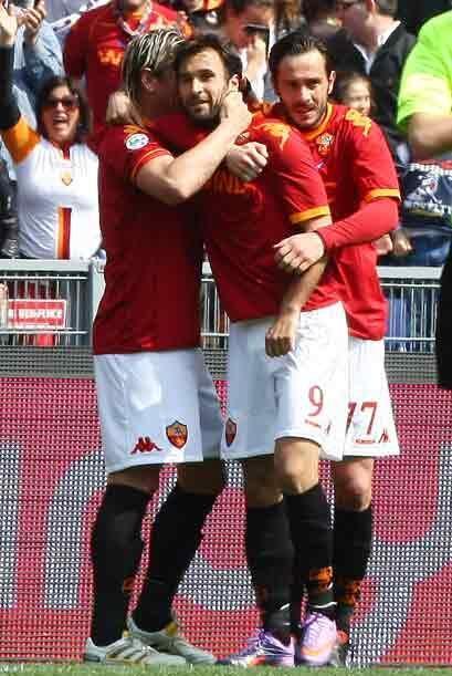 El montenegrino Mirko Vucinic y Marco Casetti anotaron para el conjunto...