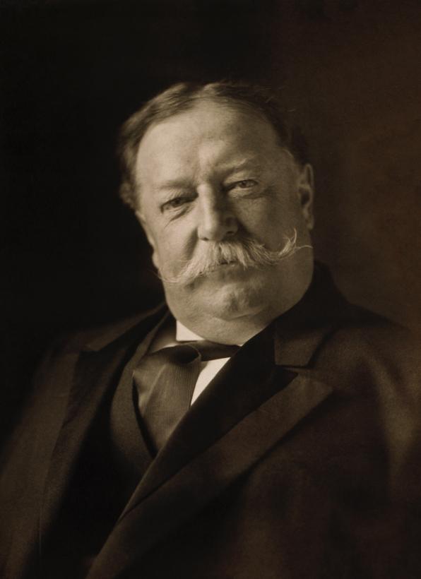 William Howard Taft (1857–1930) pesaba 325 libras. Dicen que solía queda...