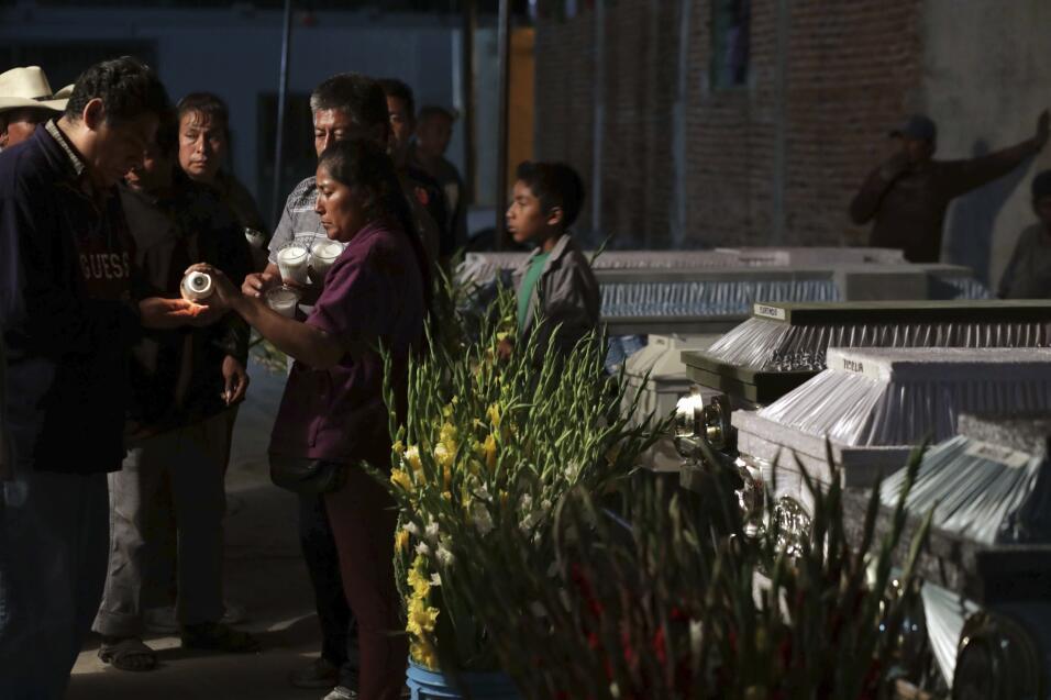 Mueren aplastados 11 miembros de una familia al caer el techo de la igle...